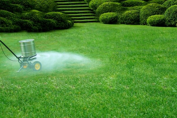 How to Calibrate a Fertilizer Spreader